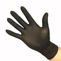 hand met nitril handschoen zwart